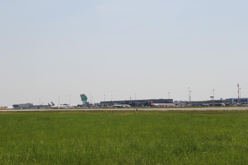 l'Aeroporto di Bergamo Bgy visto da Nord