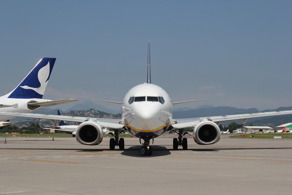 un 737 Ryanair in partenza